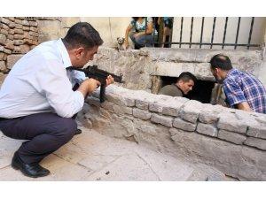 Aksaray'da çatılarda film sahnelerini aratmayan şüpheli kovalamacası