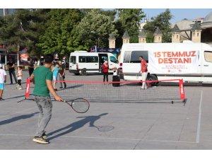 Karaman'da 15 Temmuz anısına sokak tenisi şenliği yapıldı