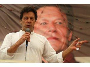 Pakistanlı kriket efsanesi Khan, Başbakanlık seçimlerine hazırlanıyor