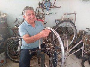 35 yıldır bisiklet tamir ediyor