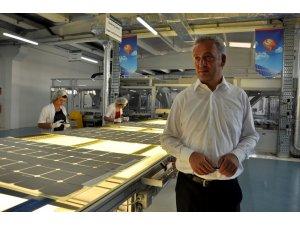 Güneş panelinde gelecek gördü memleketine yatırım yaptı