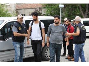 Samsun'da DEAŞ'tan gözaltına alınan 7 Iraklı adliyeye sevk edildi