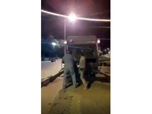Köpekleri canlı canlı çöp kamyonuna atıp öldürdüler