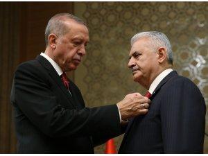 Cumhurbaşkanı Recep Tayyip Erdoğan tarafından TBMM Başkanı Binali Yıldırım'a Cumhurbaşkanlığı Külliyesinde düzenlenen törenle Devlet Şeref Madalyası Tevcih edildi.