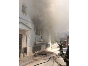 Boş dairede çıkan yangın paniğe neden oldu