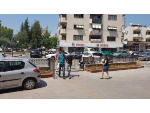 Kuşadası'nda aranan 2 hırsızlık şüphelisi yakalandı