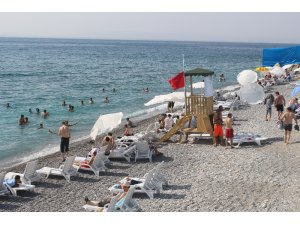 Van'ın 'Mavi Bayraklı' plajı Akdeniz sahillerini aratmıyor