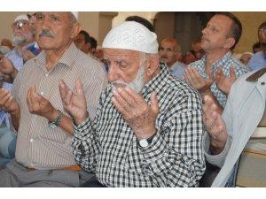 Kastamonu'da 3 bin kişi, 15 Temmuz şehitleri için ellerini semaya kaldırdı