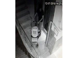 Girdiği apartmanın 6. katındaki bebek arabasını çalarak kayıplar karıştı