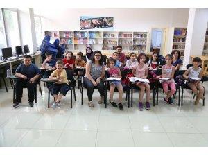 Çocuklar Halk Merkezleri'nde farklı kültürleri tanıyor