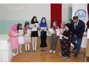 Şaphane'de Yaz Kur'an Kursu öğrencileri, 15 Temmuz şehitlerini andı