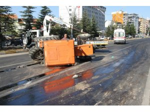 Uşak'ta trafik kazası: 3 yaralı