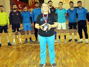 Erkek liginin kadın antrenörü