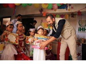 Suriyeli yetimlerden Arakan'a yardım