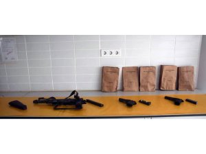 Girdikleri evlerden çaldıkları anahtarlarla otomobil hırsızlığı yapan 2 kişi yakalandı