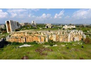 Akkale ören yerindeki kazılarda mezar anıtı açığa çıkarıldı
