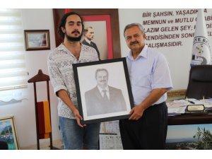 Burhaniyeli genç yetenekten Başkan Uysal'a hediye