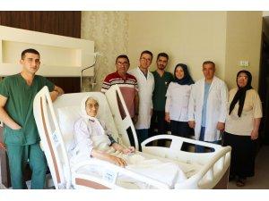 85 yaşındaki kadına kalıcı kalp pili takıldı