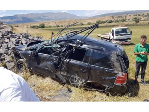 Bingöl'de otomobil şarampole yuvarlandı :4 yaralı