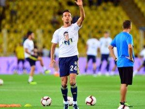 Fenerbahçe ısınmaya pankart ve Lefter tişörtüyle çıktı
