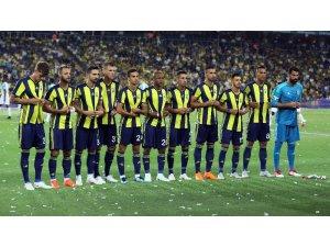 Fenerbahçeli futbolcular ceket ilikledi