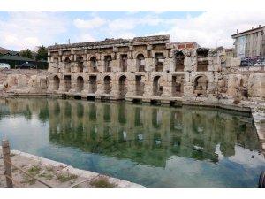 2 bin yıllık tarihi Roma Hamamı'nda arkeolojik kazılar sürüyor