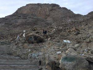 Hacı adaylarının Hira Dağı'na zorlu tırmanışı
