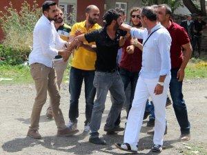 Erzurum'da çocuk kavgası mahalleyi savaş alanına çevirdi