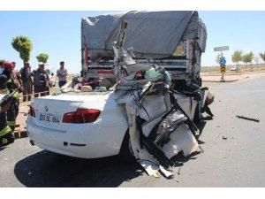 Lüks otomobil tıra ok gibi saplandı: 2 ölü, 2 ağır yaralı