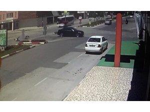 Motor sürücüsü ölümden kıl payı döndü
