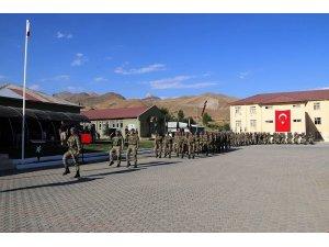 Dağ ve Komando Tugay Komutanlığı'nda sancak devir teslim töreni