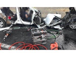 Erzincan'da iki otomobil kafa kafaya çarpıştı: 3'ü çocuk 7 ölü, 3 yaralı