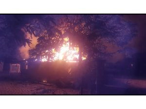 İşçilerin kaldığı ev yanarak küle döndü: 1 yaralı