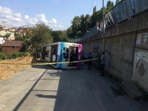 Sarıyer'de toplu taşıma otobüsü 5 metre yükseklikteki bariyeri aşarak aşağıya uçtu