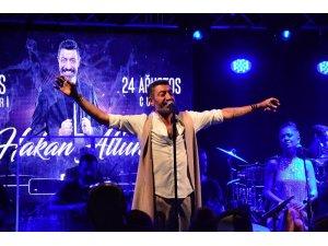 Özlem Yıldız, 41'inci yaşını Hakan Altun sahnesinde kutladı