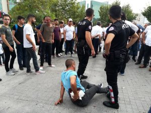 Genç kızı tacizden korumak isterken vatandaşlar tarafından darp edildi