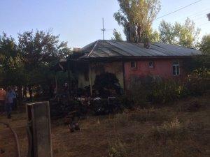 Karlıova'da ev yangını