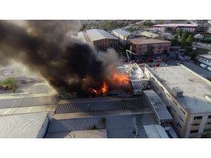 Arnavutköy'de alev alev yanan fabrika havadan görüntülendi