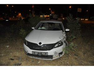 Kaza sonrası tarlaya uçan otomobilde 1'i ağır 4 kişi yaralandı