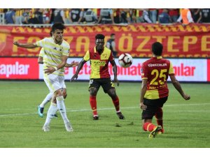 Spor Toto Süper Lig: Göztepe: 0 - Fenerbahçe: 0 (İlk yarı)