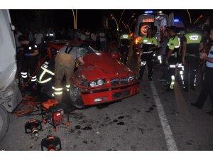 Uşak'ta trafik kazası: 1 ölü, 2 ağır yaralı
