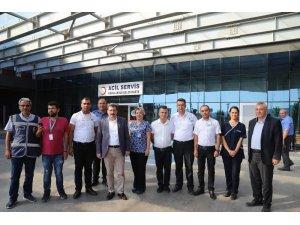 Vali Tavlı, Mehmet Akif Ersoy Devlet Hastanesinde vatandaşlarla bayramlaştı