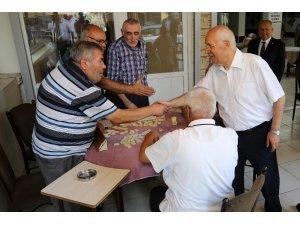 Başkan Fethi Yaşar vatandaşla ve esnafla bayramlaştı