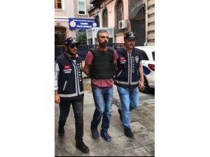 Beyoğlu'nda travestinin boğazını keserek öldüren zanlı, yakalanarak adliyeye sevk edildi
