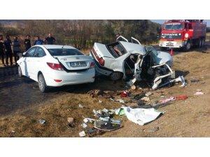 Yozgat'ta otomobiller çarpıştı: 1 ölü, 7 yaralı