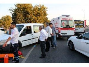 Ambulansla hafif ticari araç çarpıştı: 2 yaralı