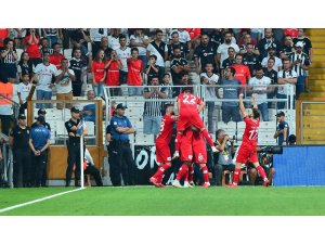 Spor Toto Süper Lig: Beşiktaş: 1 - Antalyaspor: 3 (İlk yarı)