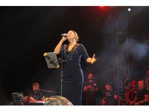 Muş Malazgirt Zaferi'nin 947'ncı yıl dönümü etkinlikleri 'Zara' ve 'İmera' konseri ile sona erdi