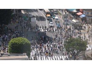 Dünyanın en kalabalık yaya geçidi Tokyo'da