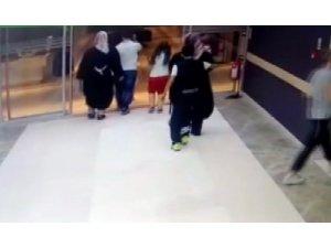 Hastanede gerçekleşen cep telefonu hırsızlığı saniye saniye kameralara yansıdı